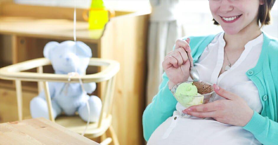 خوردن بستنی در بارداری ؛ مفید یا مضر؟