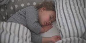 چرا خوابهایمان را فراموش میکنیم