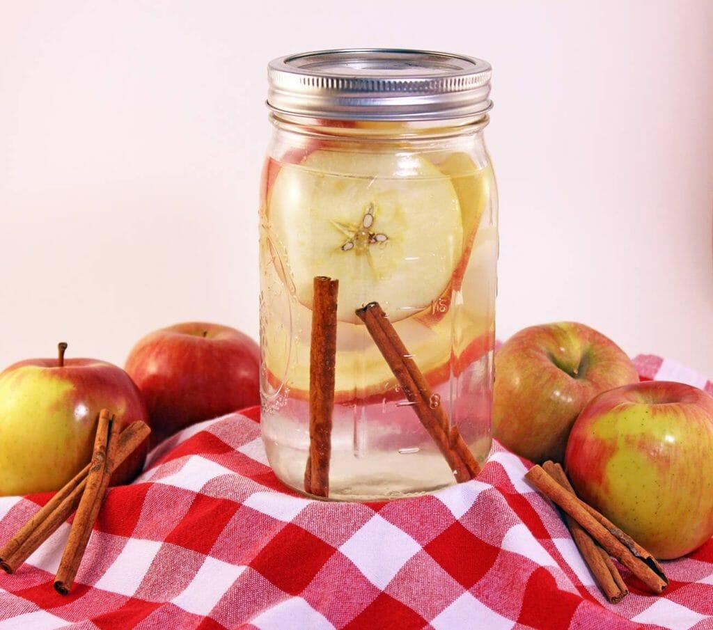 دیتاکس واتر سیب و دارچین
