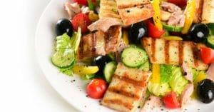 سالاد تن ماهی و پنیر کبابی