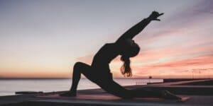 رفع نفخ با حرکات یوگا