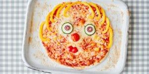 طرز تهیه پیتزا سبزیجات خانگی با تزیین کودکانه