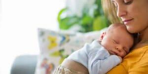 همه چیز درباره تغذیه با شیر مادر ؛ از راههای افزایش شیر تا درمان ترک سینه