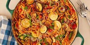 طرز تهیه اسپاگتی گیاهی خوشمزه و مجلسی