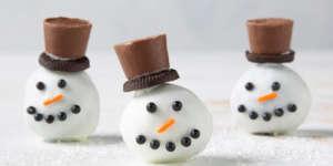 طرز تهیه توپک آدم برفی یک دسر زمستانی بامزه