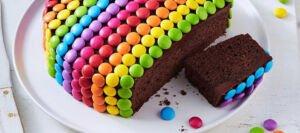 طرز تهیه کیک شکلاتی با اسمارتیز