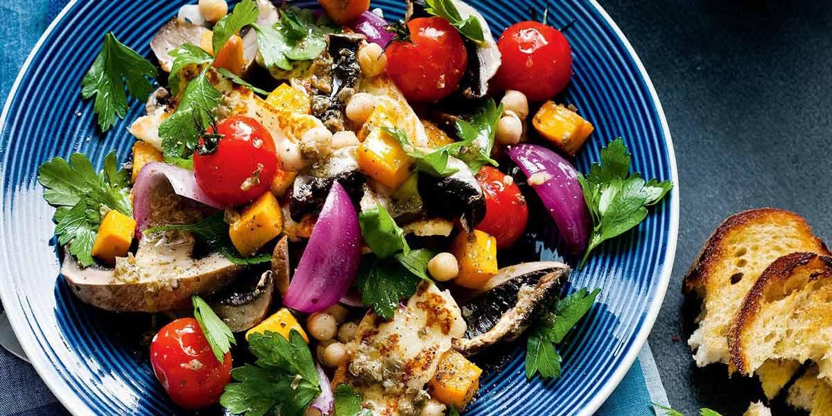 سالاد هالومی و سبزیجات