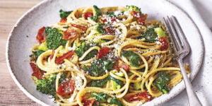 طرز تهیه پاستا گوجه فرنگی و بیکن