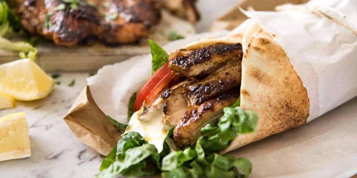 شاورما گوشت یک ساندویچ پروتئینی