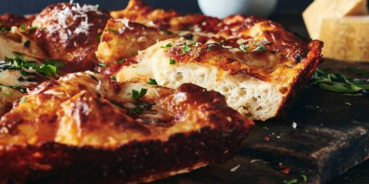 پیتزا ماهیتابه ای