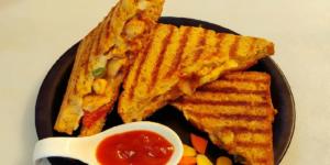 ساندویچ مرغ با پنیر پیتزا، غذای محبوب کودکان