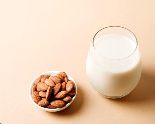 شیر بادام سنگی از انواع شیر گیاهی