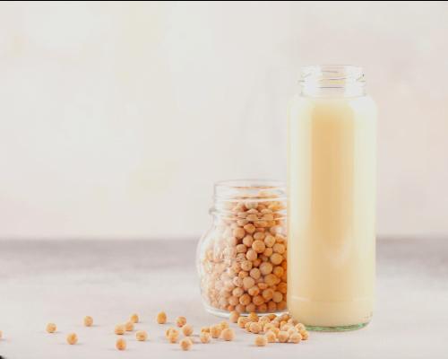 شیر نخودفرنگی از انواع شیر گیاهی