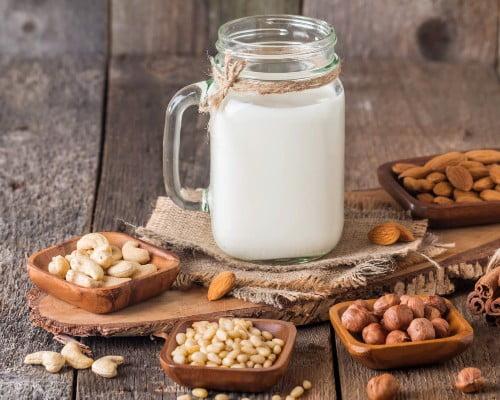 انواع شیر گیاهی جایگزینی برای شیر حیوانی