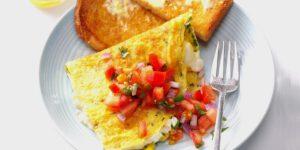 طرز تهیه املت سبزیجات و پنیر