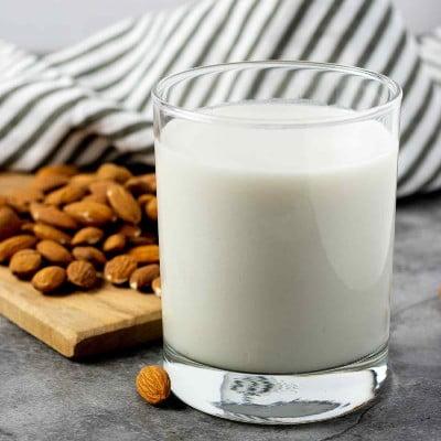 خواص شیر بادام به دلیل ویتامین ئی